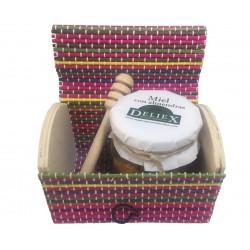 Baúl de colores, miel con almendras y palo catador para empresas